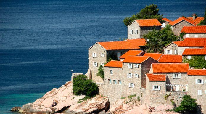 Нужно ли оформлять визу в Черногорию
